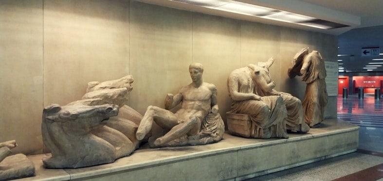 eksponaty na stacji akropol